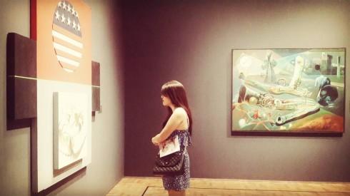 Các tác phẩm được trưng bày đều rất ý nghĩa khiến ai cũng phải đứng lại ngắm nhìn