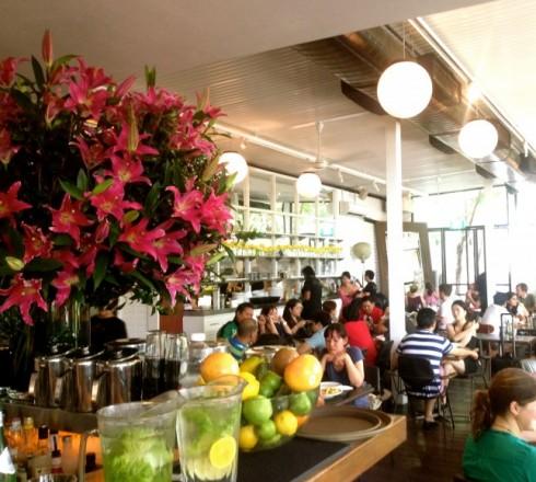Khung cảnh bên trong P/S Cafe