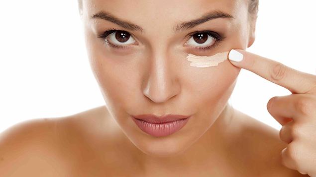 Nên và không nên khi sử dụng kem dưỡng mắt - ELLE.VN