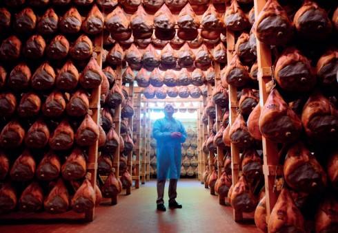 Cách chế biến đùi heo muối Prosciutto di Parma là một di sản về ẩm thực của người dân thành phố Parma.