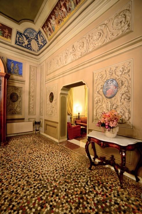 Nghệ thuật mảnh ghép trong trang trí mặt sàn kết hợp với phong cách trang trí kiến trúc Baroque ở công trình Canal Grande - Modena.