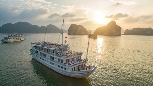chào năm mới trên hệ thống du thuyền, khách sạn và nhà hàng với nhiều ưu đãi hấp dẫn.