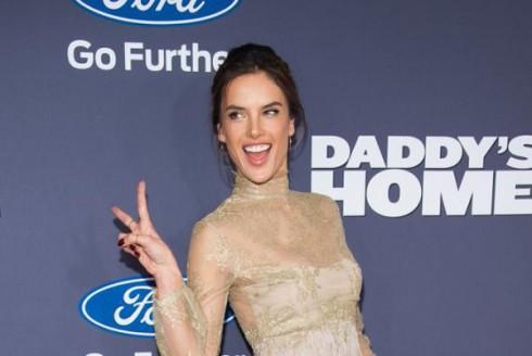 Alessandra Ambrosio Thiên thần Victoria's Secret xuất hiện trên buổi ra mắt phim.