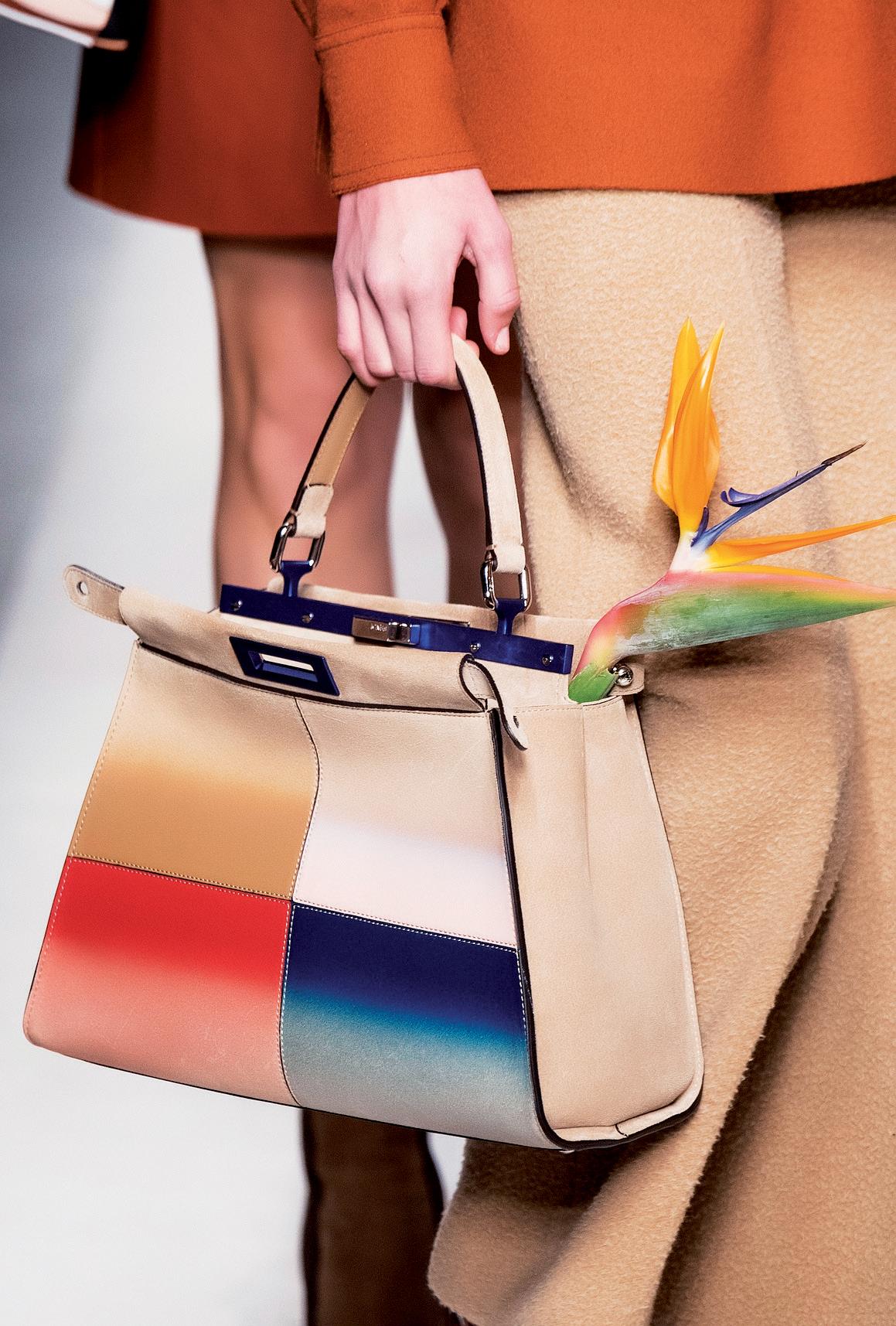 Xu hướng màu sắc phụ kiện thời trang