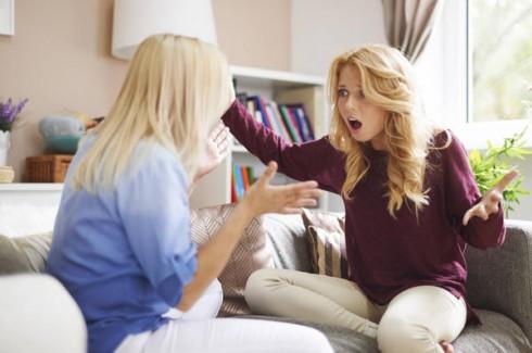Tranh luận giữa mẹ và con gái có thể sẽ trở nên rất căng thẳng