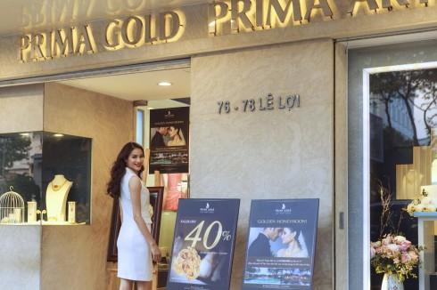 Phạm Hương đến thăm showroom của Prima Gold tại quận 1