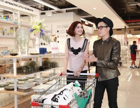 Trúc Diễm và Lương Mạnh Hải hào hứng trải nghiệm không gian mua sắm nội thất phong phú tại Index Living Mal