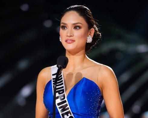 """Với câu hỏi """"Tại sao bạn xứng đáng trở thành Hoa hậu Hoàn vũ?"""", đại diện Philippines bày tỏ: """"Trở thành hoa hậu hoàn vũ vừa là vinh hạnh, vừa là trách nhiệm. Tôi sẽ sử dụng tiếng nói của mình để giúp mọi người hiểu hơn về các vấn đề xã hội như HIV. Tôi tự tin mình là một phụ nữ đẹp và có tấm lòng nhân hậu"""""""