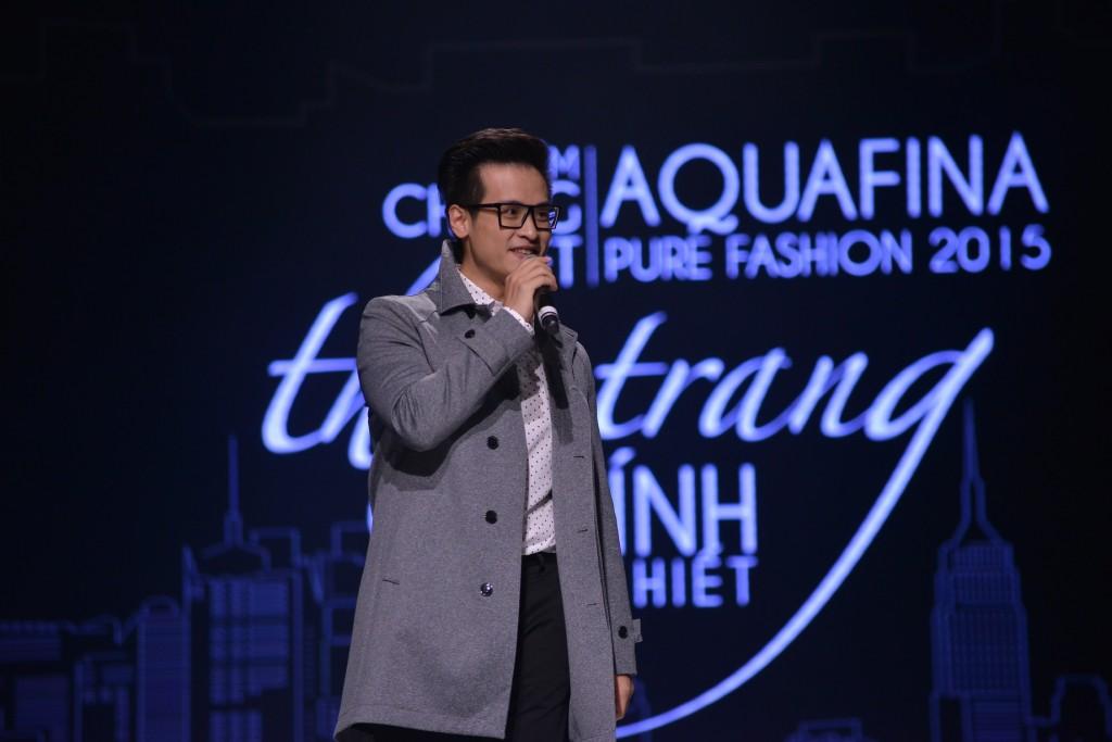 Ca sĩ Hà Anh Tuấn trình diễn trong đêm Chung kết Aquafina Pure Fashion 2015