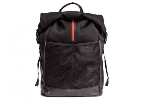 Balo với phần nắp túi chống thấm nước (hm.com)