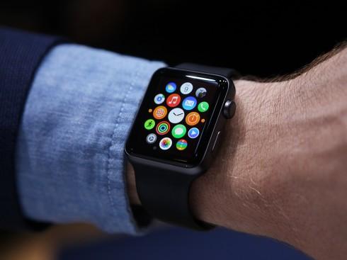 Mẫu đồng hồ Apple Watch đời đầu được đưa vào thị trường từ tháng 3/2015.