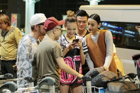 Tiễn Lê Thúy tại sân bay vào đêm 13/1 ngoài mẹ chồng còn có NTK Đỗ Mạnh Cường, nhiếp ảnh Milor Trần, Người mẫu Lê Xuân Tiền và Thanh Thảo