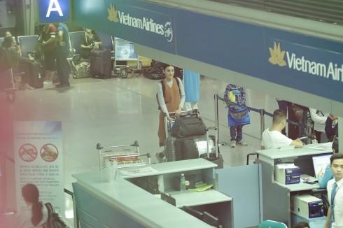 Lê Thúy tại sân bay Việt Nam Airlines