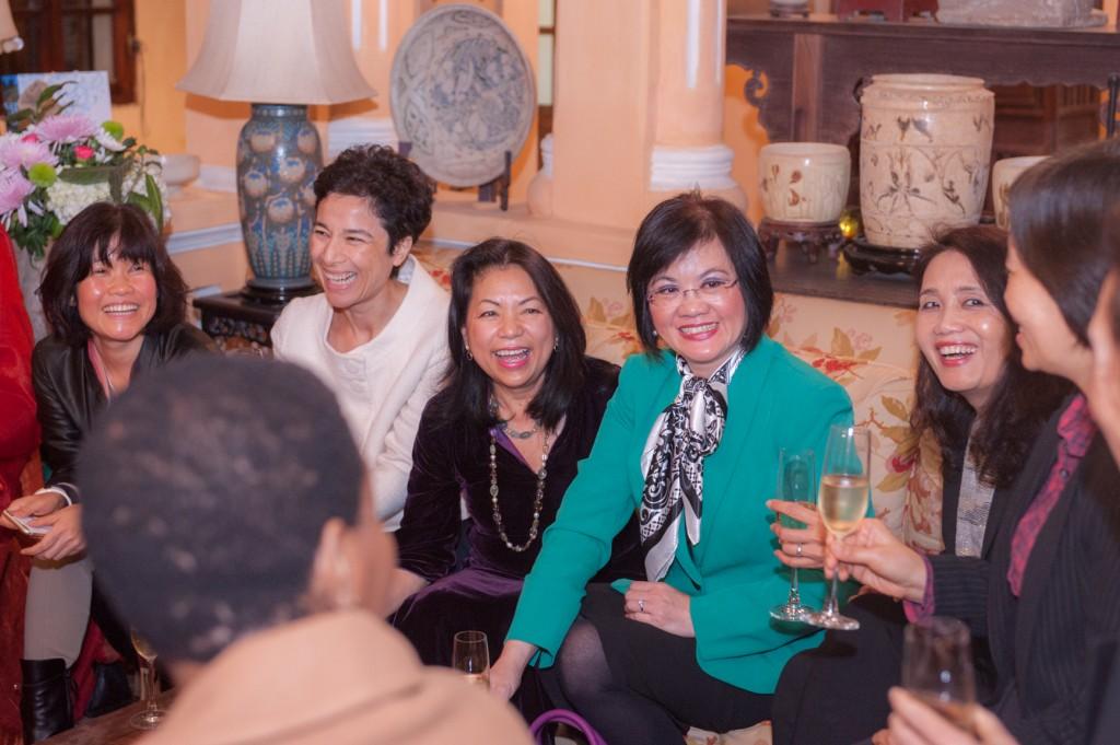 Bữa tiệc có sự tham dự của các vị Nữ đại sứ, các vị hoạt động trong ngành văn hóa, ngoại giao và các doanh nhân thành đạt.