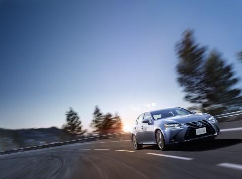 GS350 mới dài hơn 30mm, nâng chiều dài tổng thể xe lên 4.880mm, giúp gia tăng cảm quan về sự sang trọng lịch lãm của dòng xe cao cấp.