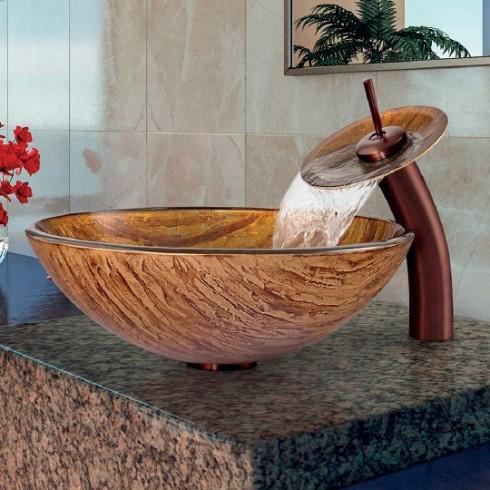 Thiết kế bồn rửa bằng kính vẽ tay này là một lựa chọn tuyệt vời bởi tính độc đáo trong hoa văn gợi nhắc về gỗ tự nhiên và vẻ đẹp riêng biệt của chúng.