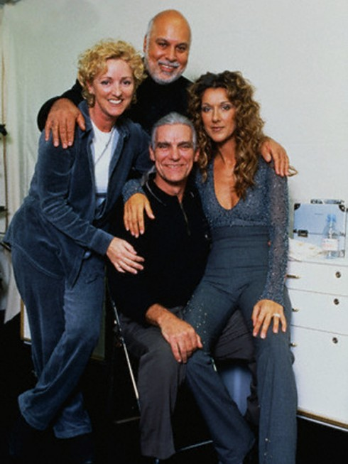 Chỉ trong vòng 3 ngày ngắn ngủi, cô đã mất đến 2 người thân quan trọng trong cuộc đời mình (bức ảnh được chụp cùng chồng và Daniel vào năm 1999).