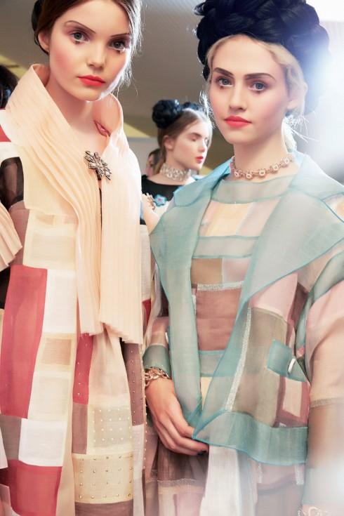 Motif patchwork được ứng dụng trên áo đầm và áo khoác bằng chất liệu voan tulle