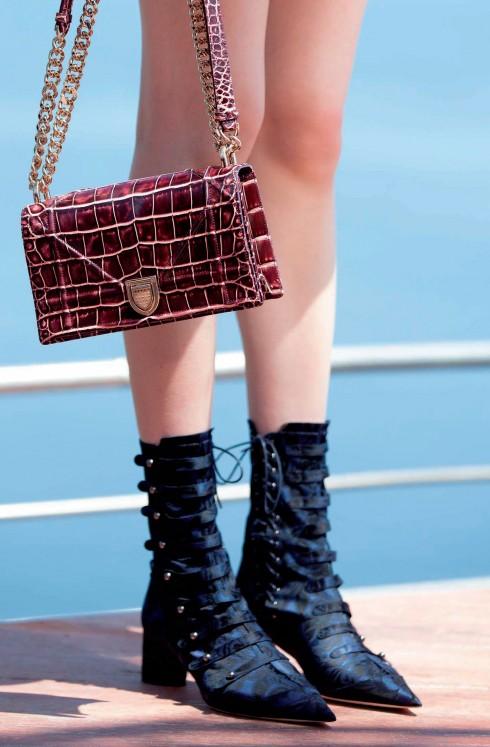 Thiết kế túi Diorama mới nhất với chất liệu da cá sấu xa xỉ