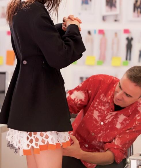 Những phom dáng cổ điển của Dior tiếp tục được Raf Simons làm mới đầy hiện đại
