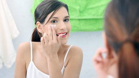5 sản phẩm được đánh giá cao giúp xóa mờ nếp nhăn ở mắt