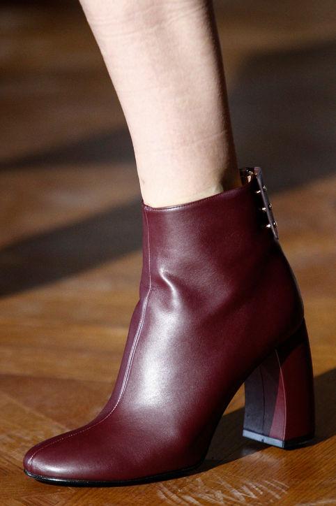 Xu hướng thời trang mới: Giày nữ đế loe 0