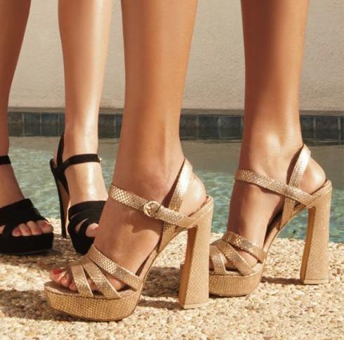 Xu hướng thời trang mới: Giày nữ đế loe 2