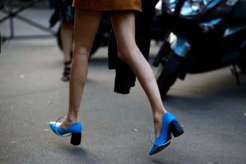 Xu hướng thời trang mới: Giày nữ đế loe 3
