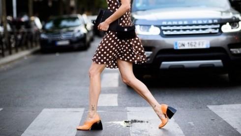 Xu hướng thời trang mới: Giày nữ đế loe 6
