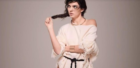 Kendall Jenner trong bộ sưu tập tháng 2 của Mango.