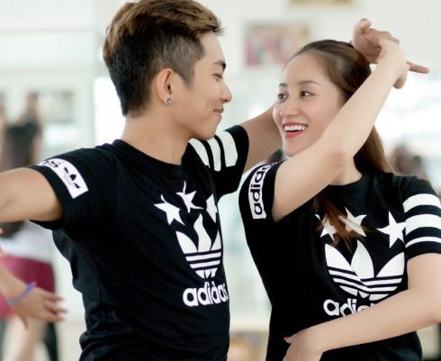 Khoảnh khắc tình yêu giữa công việc dạy nhảy hàng ngày của vợ chồng Phan Hiển - Khánh Thi