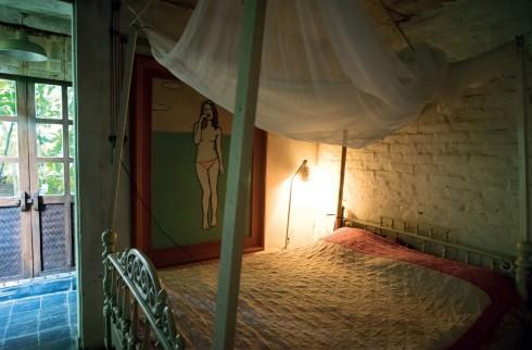 Đèn công nghệ gây sự ấm cúng khu giường ngủ, không gian thư giãn để lưu lạc vào thế giới của Murakami