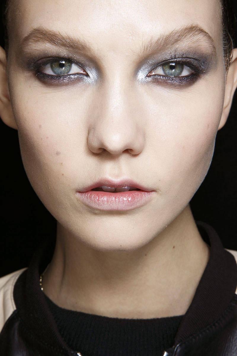 5 bước trang điểm mắt khói đẹp với tông nâu