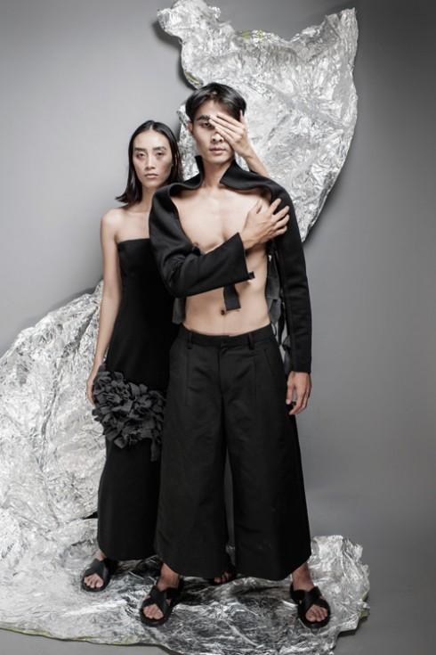 Các thiết kế gam màu đơn sắc không thể thiếu sự hiện diện của màu đen bí ẩn