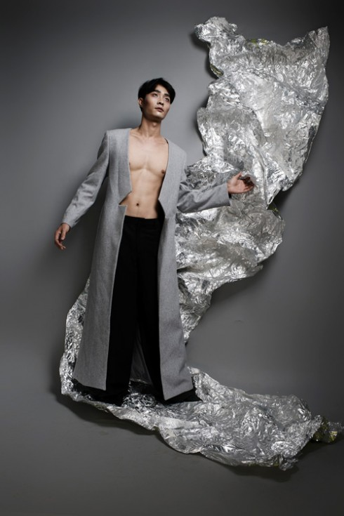 Mẫu áo blazer dáng dài phá cách dành cho nam giới