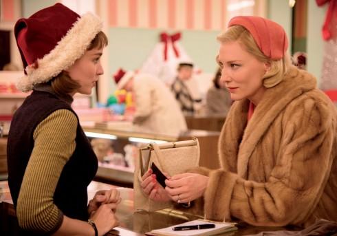 Cate Blanchette và Rooney Mara trong Carol
