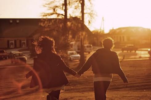 Phụ nữ chủ động trong tình yêu không phải là điều xấu, biết đâu các bạn lại có được một kết thúc ngọt ngào.