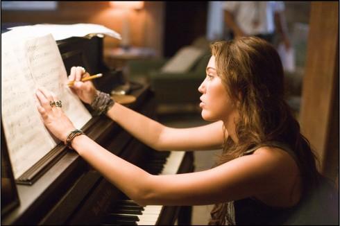 Những câu nói hay trong phim The Last Song - elle vietnam 11