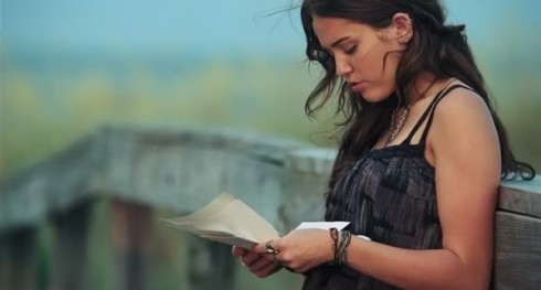 Những câu nói hay trong phim The Last Song - elle vietnam 9