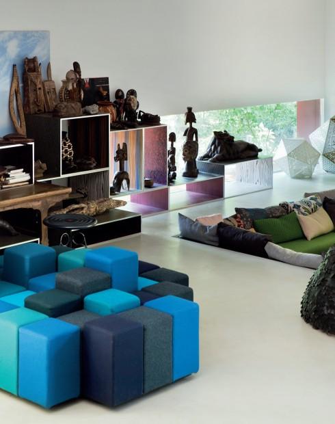 Vải và gỗ là hai chất liệu quan trọng trong ngôi nhà, bởi chúng nói lên được cảm giác ấm áp từ tự nhiên, gợi nhắc về một nền văn hóa gần gũi với tự nhiên mà châu Phi là ví dụ tiêu biểu.
