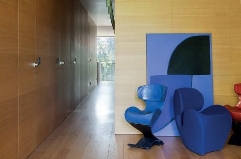 Những chiếc ghế với thiết kế độc đáo có mặt tại mọi góc trong ngôi nhà, biến nơi đây thành một bảo tàng hết sức sinh động.