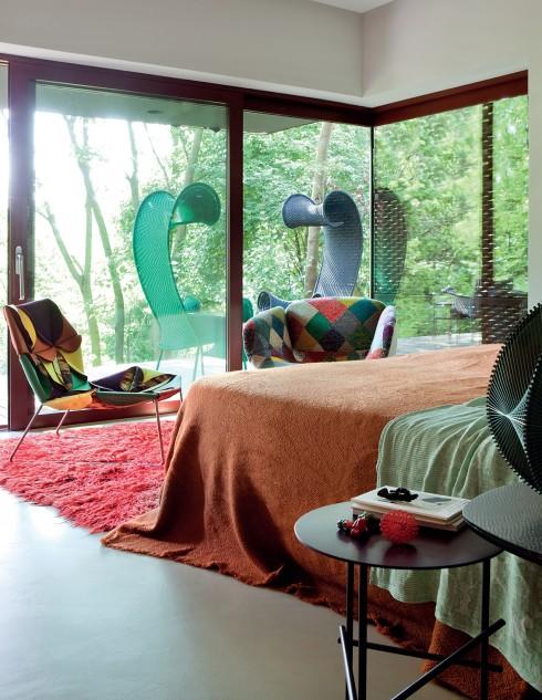 Sự tương ứng giữa nội thất và ngoại thất nói lên mong muốn được giao hòa với tự nhiên của nhà thiết kế.