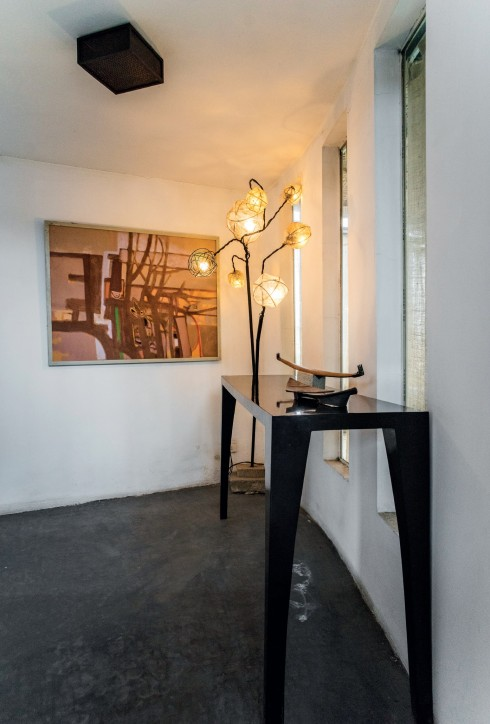 ...và điều đó yêu cầu một phong cách sống tiết chế, đồ đạc chỉ được xuất hiện trong nhà khi thật cần thiết.