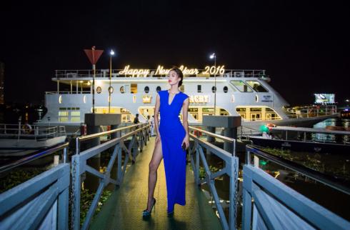Quán quân Vietnam's Next Top Model 2014, Nguyễn Oanh khoe chân dài trong chiếc đềm xẻ cao quyến rũ