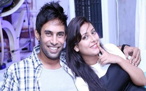 Nữ diễn viên hạnh phúc bên bạn trai – diễn viên Rahul Raj Singh.