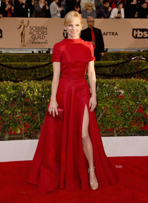 sao-mac-dep-tham-do-sag-awards-anna-faris-naeem-khan