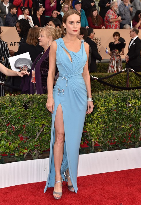sao-mac-dep-tham-do-sag-awards-brie-larson