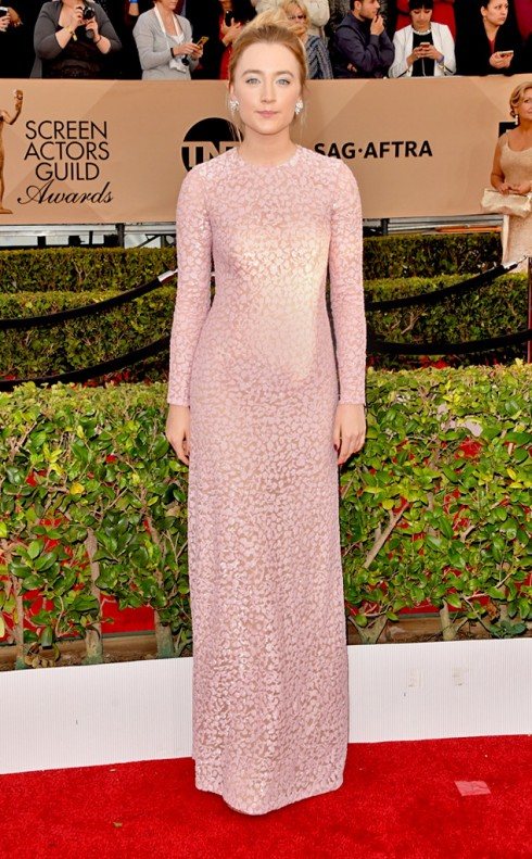 sao-mac-dep-tham-do-sag-awards-saoirse-ronan