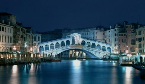 Cầu Rialto ở Venice