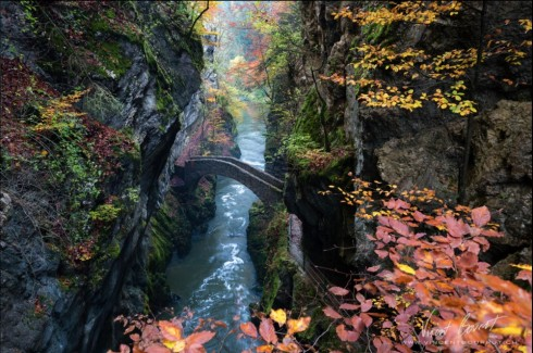 Cầu Areuse Gorge ở Thụy Sĩ